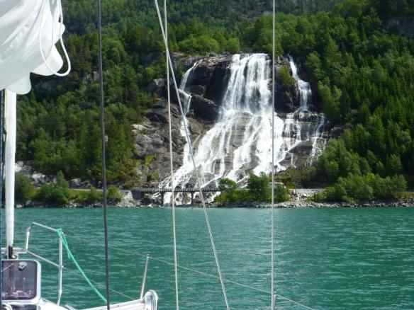 Vor Sundal, der größte Wasserfall unserer Reise