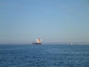 4 Tugs helfen bei der Einfahrt nach Dunkerque