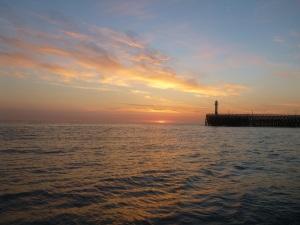 Niewport Hafenausfahrt im Sonnenaufgang