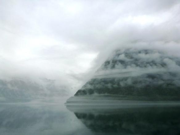 Fjord - im Morgennebel