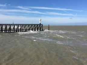 Blick auf die Hafeneinfahrt am nächsten (windigen) Tag